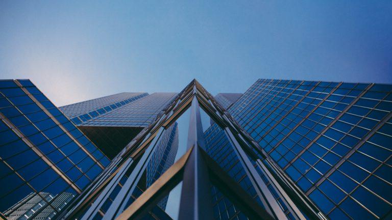 небоскреб из стекла